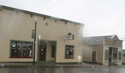 FloBeds Redwood Ave Showroom and Offices - Rainy day